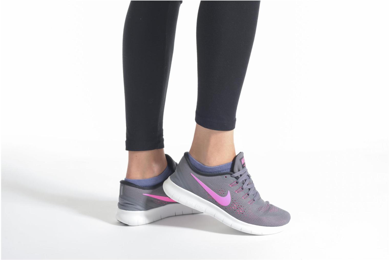 Chaussures de sport Nike Wmns Nike Free Rn Gris vue bas / vue portée sac