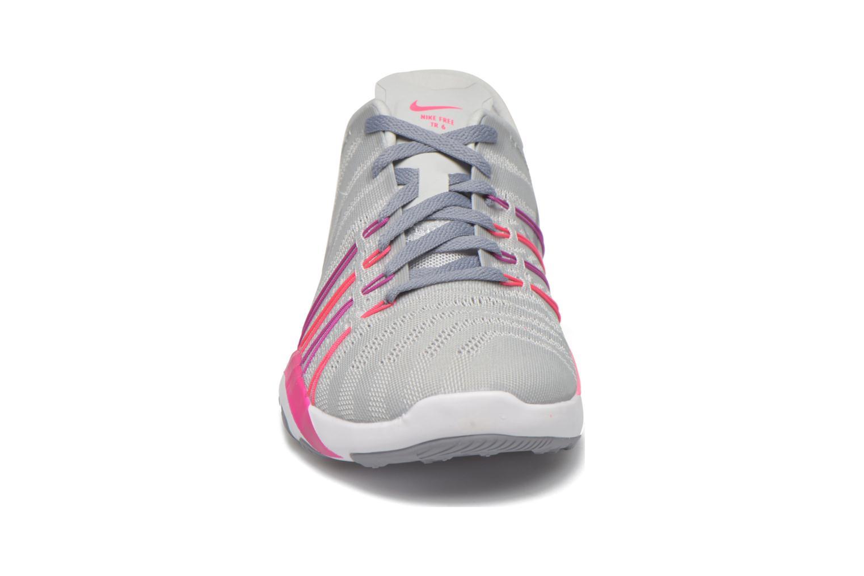 Scarpe sportive Nike Wmns Nike Free Tr 6 Grigio modello indossato