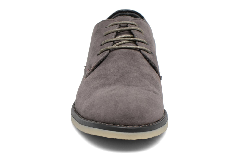 Scarpe con lacci I Love Shoes SUPERBES Grigio modello indossato