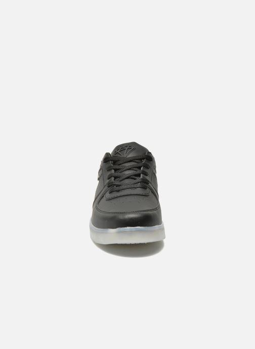Sneakers Cash Money CMC 37 Nero modello indossato