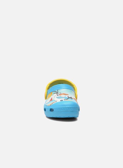 Sandali e scarpe aperte Crocs CC Olaf Clog Azzurro modello indossato