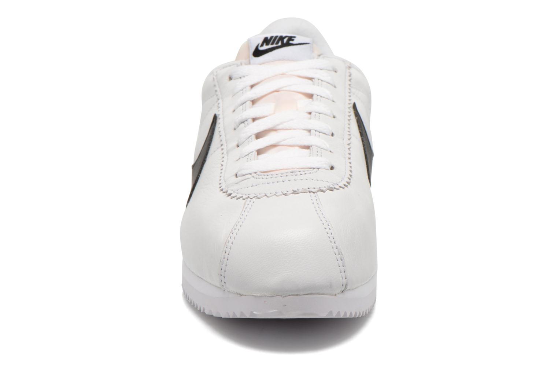 Baskets Nike Classic Cortez Prem Blanc vue portées chaussures