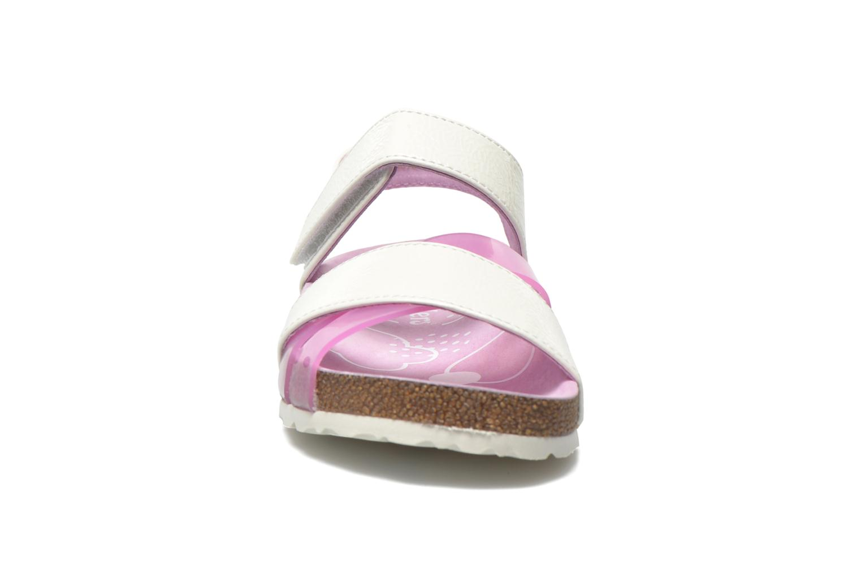 Sandales et nu-pieds Kickers Magiweek Blanc vue portées chaussures