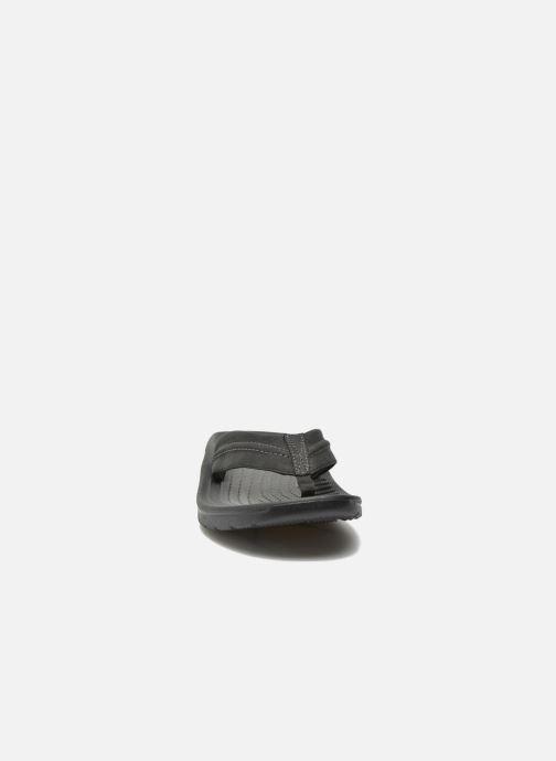 Chanclas Crocs Yukon Mesa Flip M Negro vista del modelo