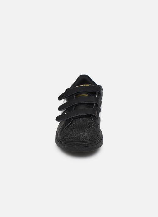 Sneakers adidas originals superstar CF C Nero modello indossato