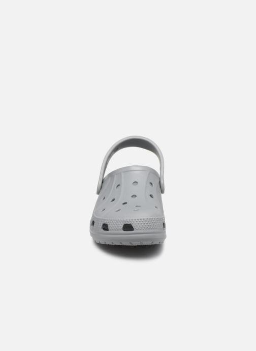 Sandales et nu-pieds Crocs Ralen Clog K Gris vue portées chaussures