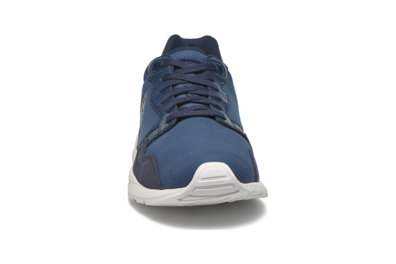 Baskets Le Coq Sportif Lcs R900 Poke Mesh Bleu vue portées chaussures