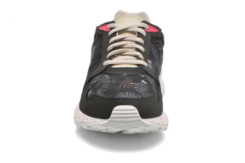 Baskets Le Coq Sportif Omega X W Winter Floral Noir vue portées chaussures