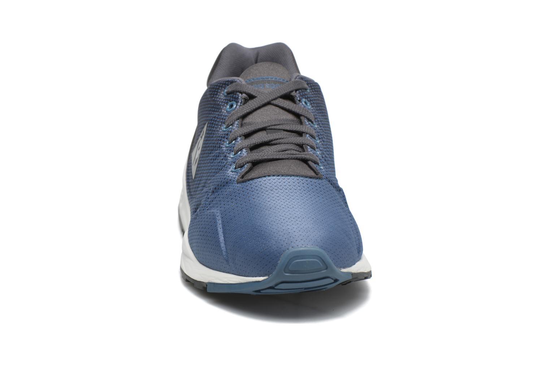 Baskets Le Coq Sportif Lcs R900 Gradient Jacquard Bleu vue portées chaussures