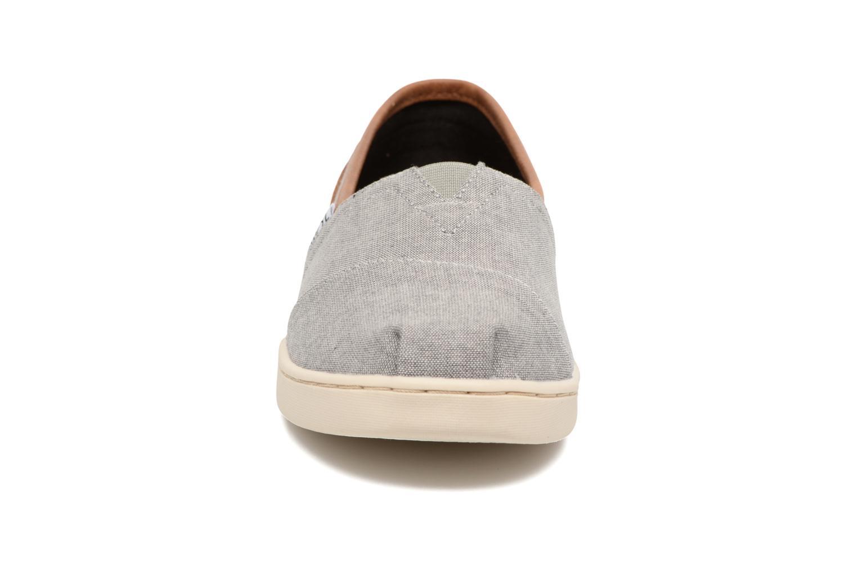Baskets TOMS Seasonal Classics Gris vue portées chaussures