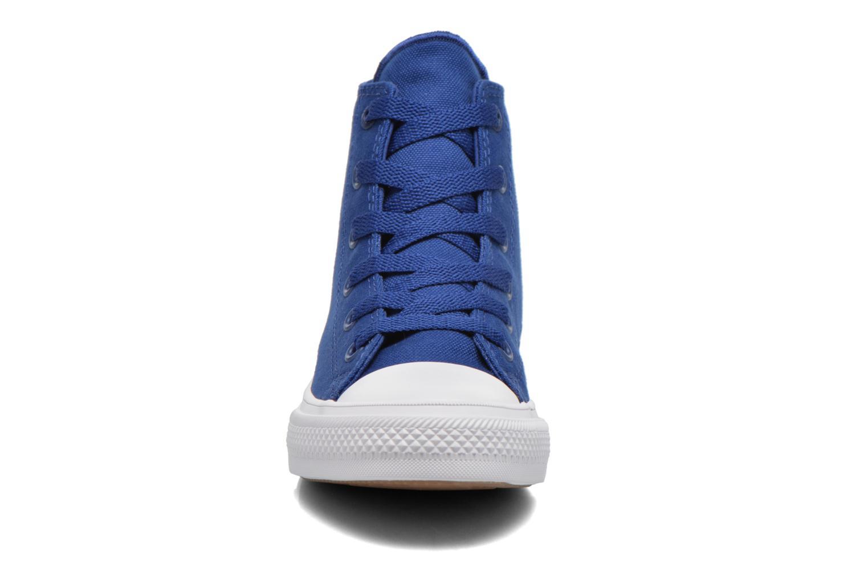 Sneakers Converse Chuck Taylor All Star II Hi Azzurro modello indossato