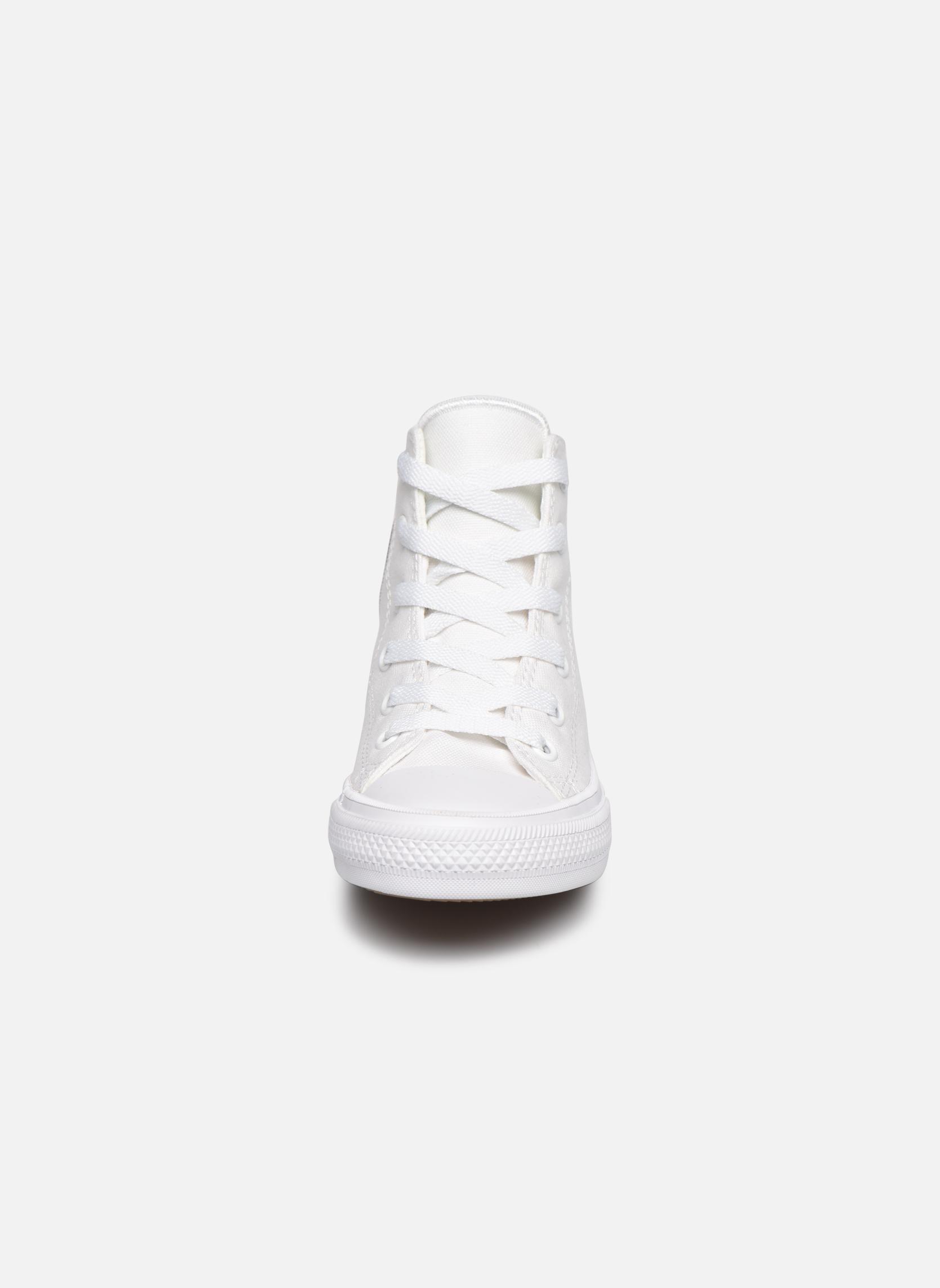 Sneakers Converse Chuck Taylor All Star II Hi Bianco modello indossato