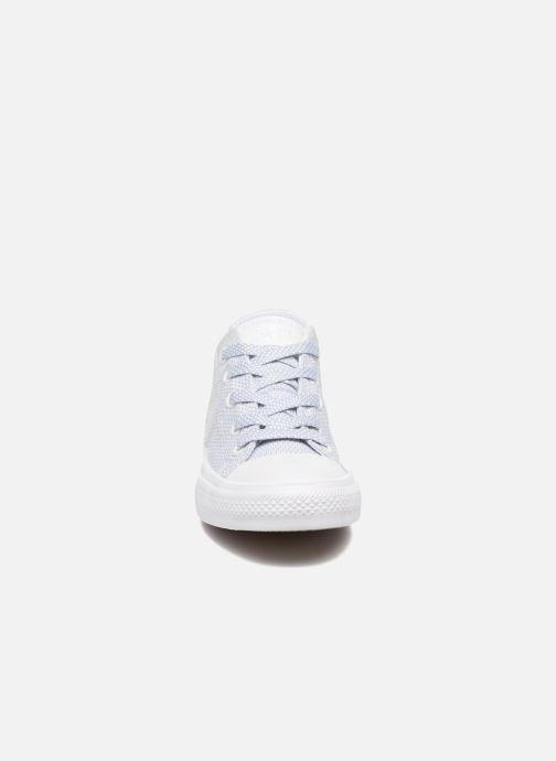 Sneaker Converse Chuck Taylor All Star II Ox blau schuhe getragen