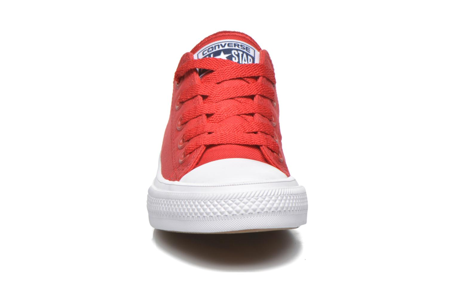 Baskets Converse Chuck Taylor All Star II Ox Rouge vue portées chaussures