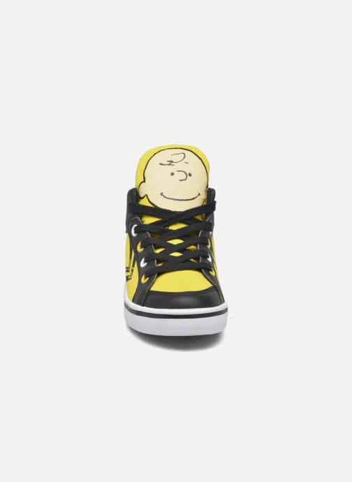 Trainers Feiyue Delta Mid Peanuts Yellow model view