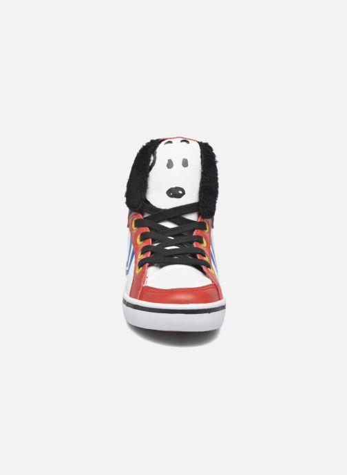 Sneakers Feiyue Delta Mid Peanuts Bianco modello indossato