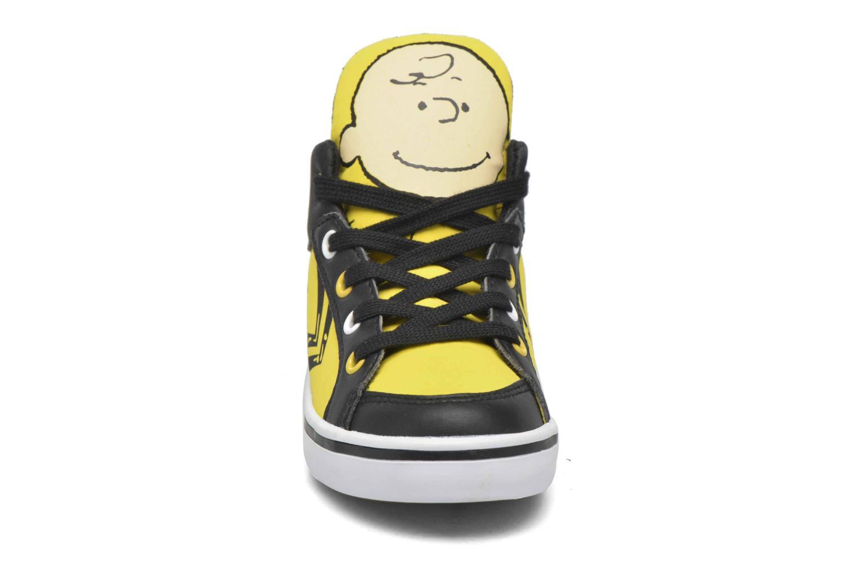 Baskets Feiyue Delta Mid Peanuts Jaune vue portées chaussures
