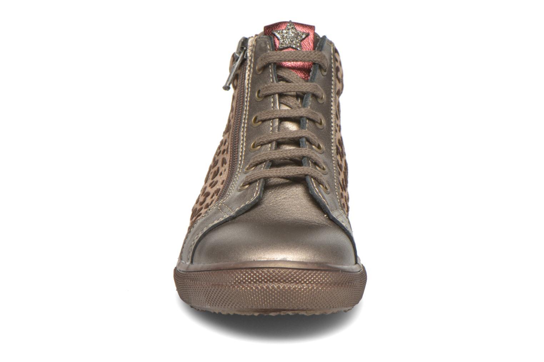 Sneakers Bopy Somimi Beige modello indossato