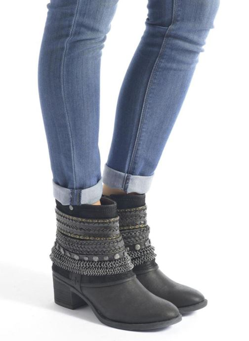 Ankle boots Bullboxer Lipika Black view from underneath / model view