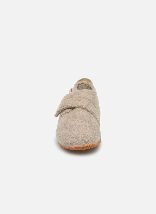Pantofole Giesswein Oberstaufen Beige modello indossato