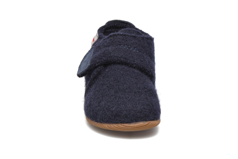 Pantofole Giesswein Oberstaufen Azzurro modello indossato