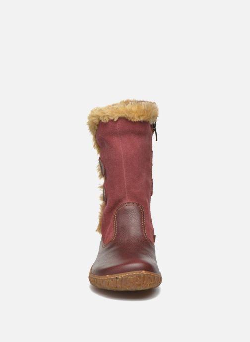 Stivali El Naturalista E755 Nido Bordò modello indossato