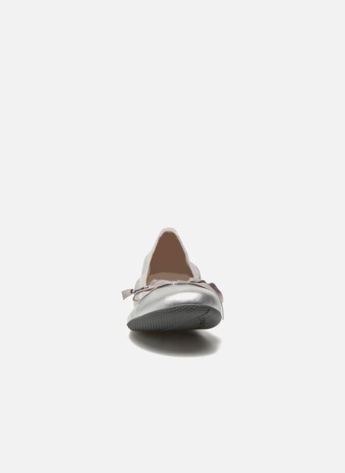 Ballerines Les P'tites Bombes Ella Argent vue portées chaussures