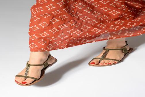 Sandales et nu-pieds Les P'tites Bombes PETUNIA Vert vue bas / vue portée sac