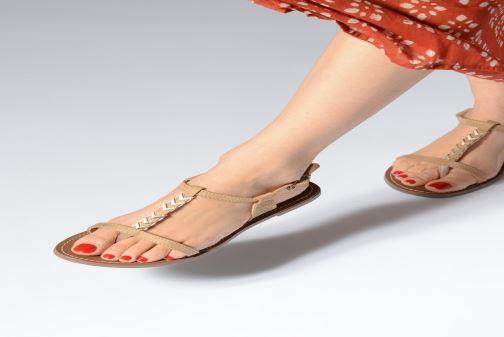 Sandales et nu-pieds Les P'tites Bombes PETUNIA Beige vue bas / vue portée sac