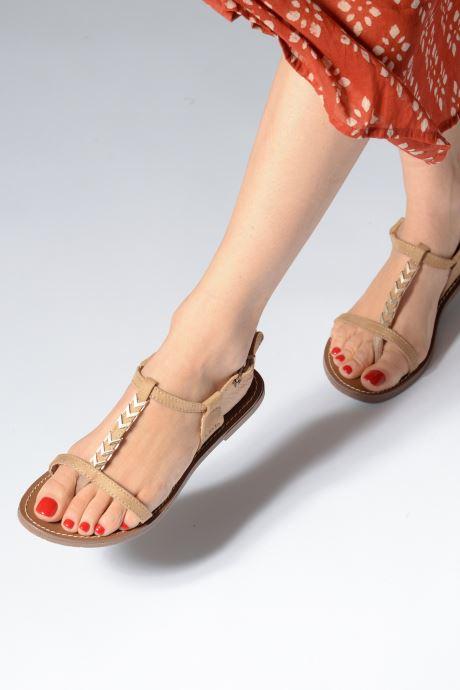 Sandales et nu-pieds Les P'tites Bombes PETUNIA Jaune vue bas / vue portée sac