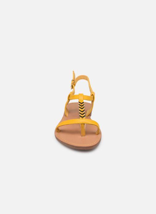 Sandales et nu-pieds Les P'tites Bombes PETUNIA Jaune vue portées chaussures