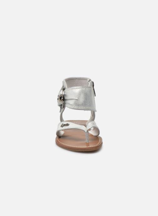 Sandalen Les P'tites Bombes Thalie silber schuhe getragen