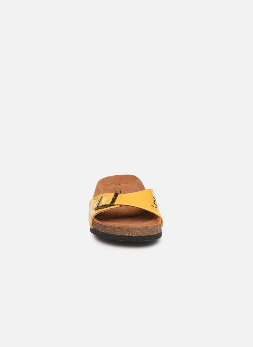 Mules et sabots Les P'tites Bombes OPALINE Jaune vue portées chaussures