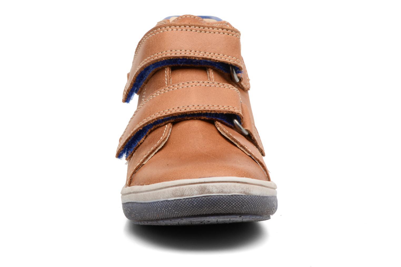 Velcro shoes Babybotte Antilles Brown model view