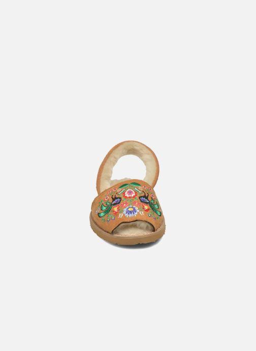 Sandales et nu-pieds MINORQUINES Avarca Broderie Marron vue portées chaussures