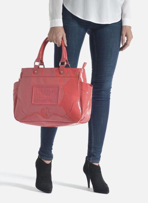 Handtaschen Les P'tites Bombes Sac Vernis rot ansicht von unten / tasche getragen