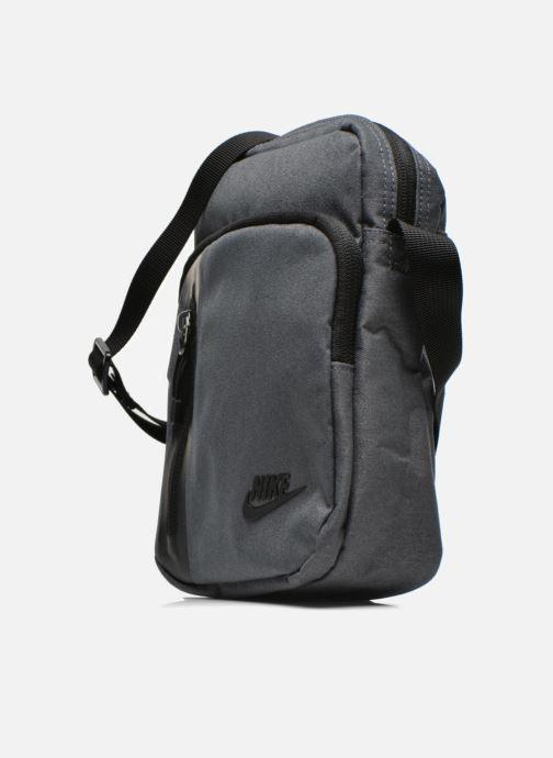 Borse uomo Nike Nike Tech Small Items Bag Grigio modello indossato