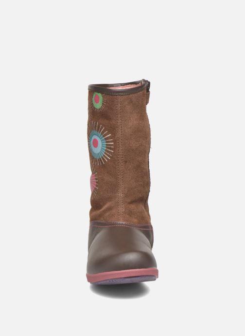 Bottes Agatha Ruiz de la Prada Swing Marron vue portées chaussures