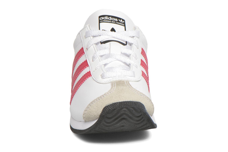 Sneakers Adidas Originals Country Og C Bianco modello indossato