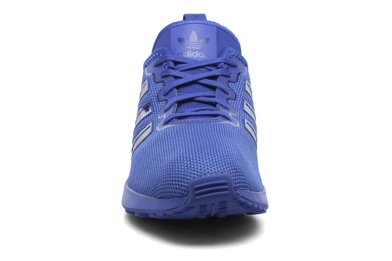 Baskets Adidas Originals Zx Flux Adv J Bleu vue portées chaussures