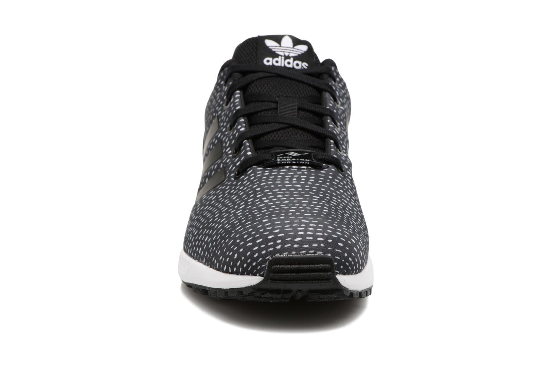 Baskets Adidas Originals Zx Flux J Noir vue portées chaussures