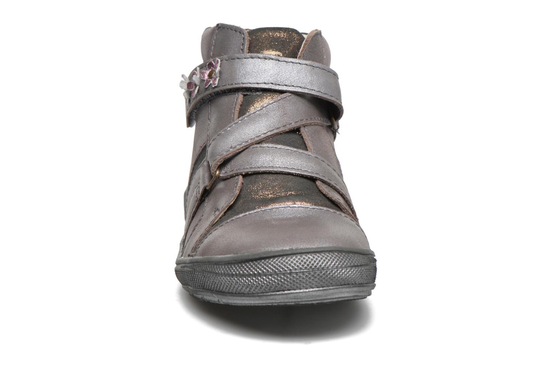 Baskets GBB Nicoleta Or et bronze vue portées chaussures