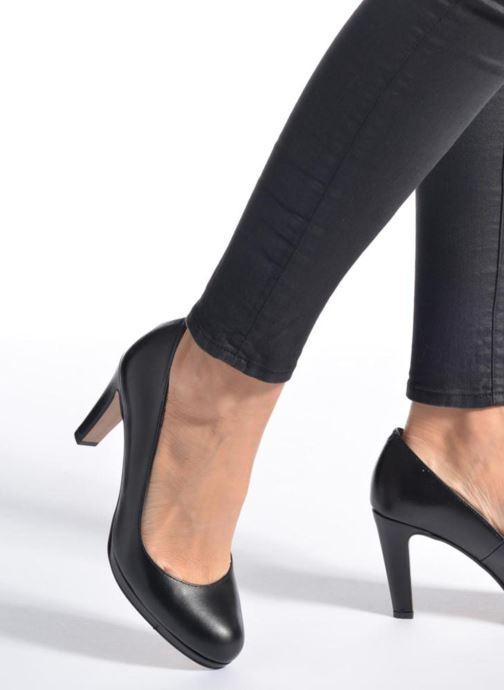 High heels Georgia Rose Sialto Beige view from underneath / model view