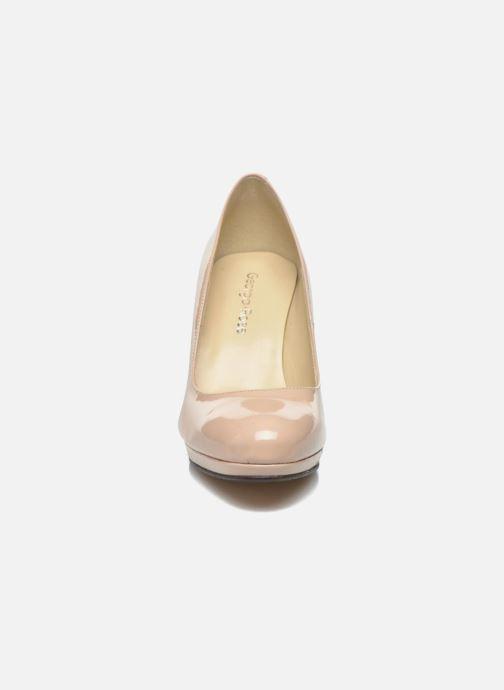 Zapatos de tacón Georgia Rose Sialto Beige vista del modelo