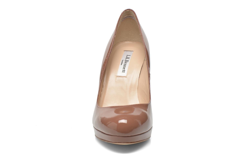 Zapatos de tacón L.K. Bennett Slegde Marrón vista del modelo