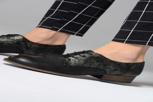 Schnürschuhe Kickers Punkyplace schwarz ansicht von unten / tasche getragen