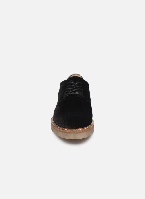 Snøresko Kickers Oxfork Sort se skoene på
