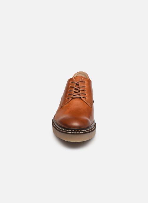 Scarpe con lacci Kickers Oxfork Marrone modello indossato