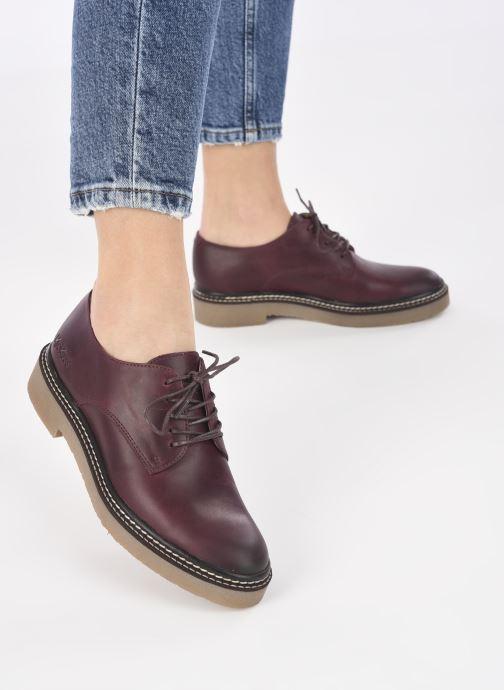 Chaussures à lacets Kickers Oxfork Bordeaux vue bas / vue portée sac