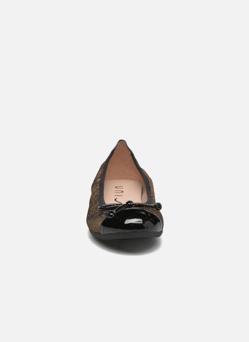 Ballerines Unisa Chito Noir vue portées chaussures